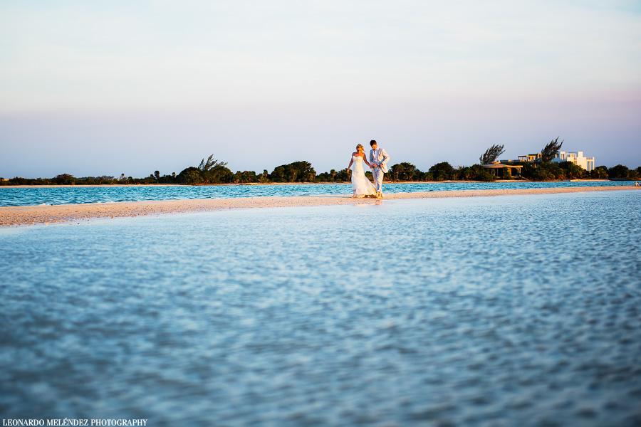 Belize sandbar wedding. Belize wedding photography by Leonardo Melendez Photography.