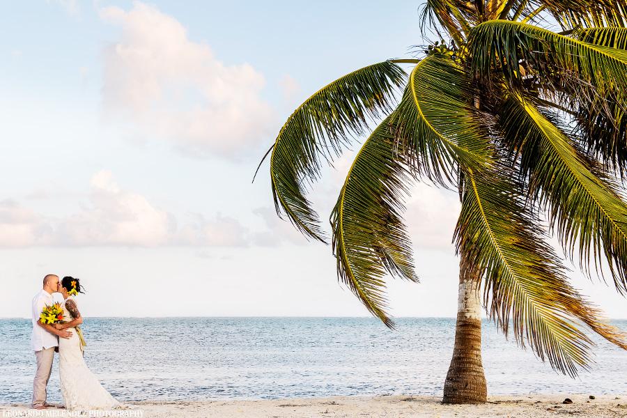 Belize Coco Beach Resort wedding.  Belize wedding photography by Leonardo Melendez Photography.