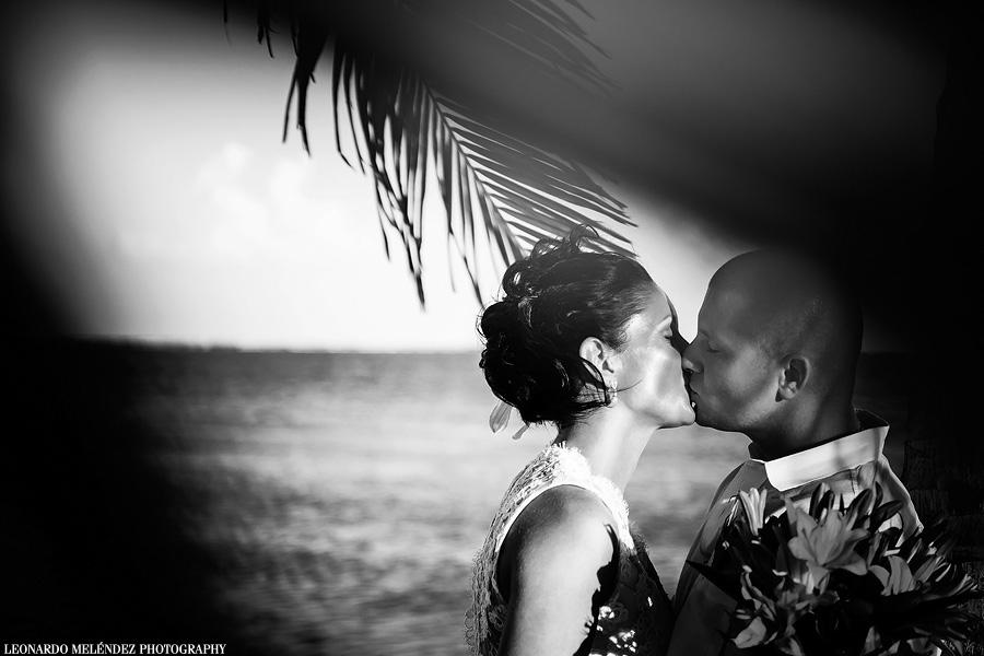 Coco Beach Resort Wedding.  Belize wedding photographer, Leonardo Melendez.
