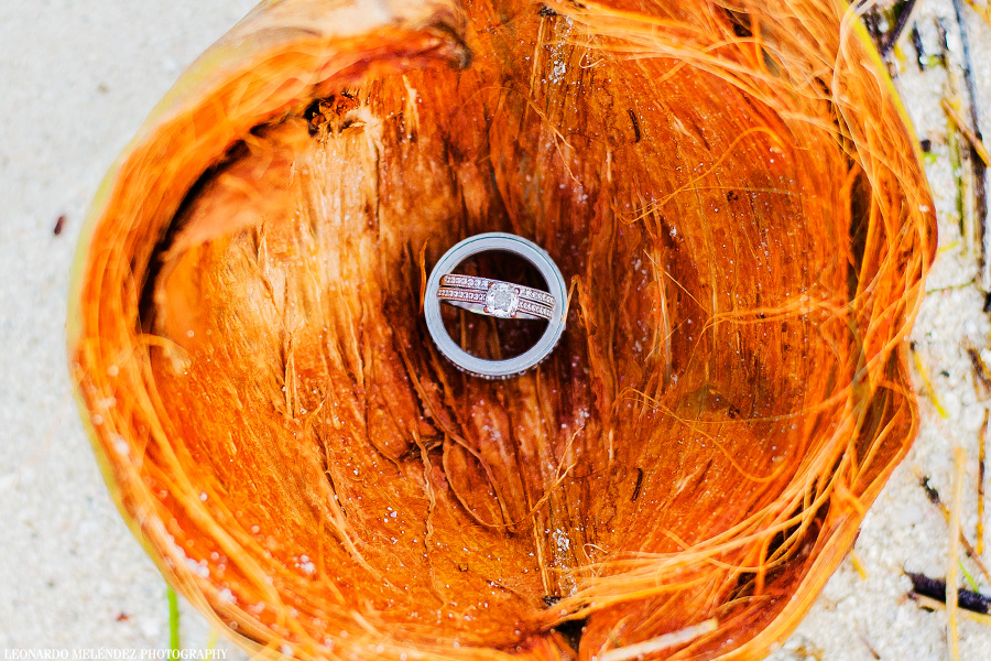 Coco Beach Resort wedding.  Belize wedding photograper Leonardo Melendez Photography.