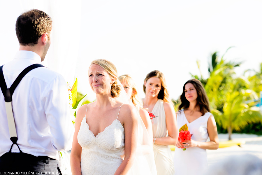 Belize beach wedding at Las Terrazas Resort.  Belize wedding photographer, Leonardo Melendez.