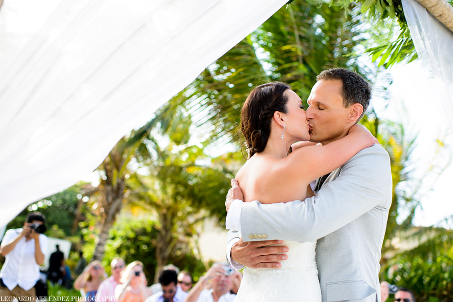 Las Terrazas Resort wedding.  Belize wedding photographers, Leonardo Melendez Photography.