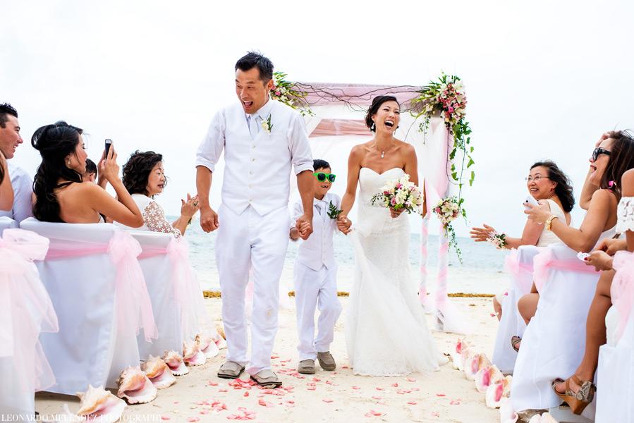 Belize wedding photography - Coco Beach Resort wedding.  Leonardo Melendez Photography.