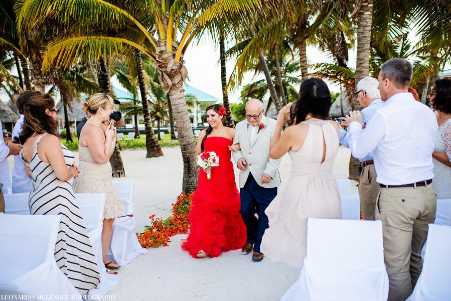 Victoria House beach wedding. Belize wedding photography by Leonardo Melendez.
