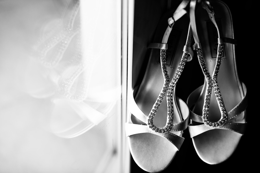 Bride's Shoes. Grand Caribe wedding details. Leonardo Melendez Photography.