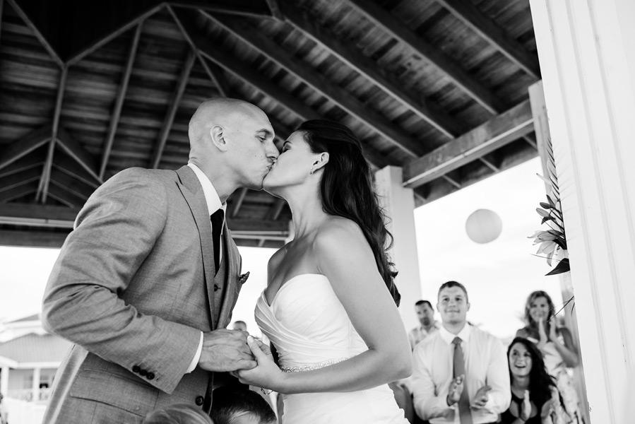 Belize wedding at Banyan Bay. Photo by wedding photographer, Leonardo Melendez.