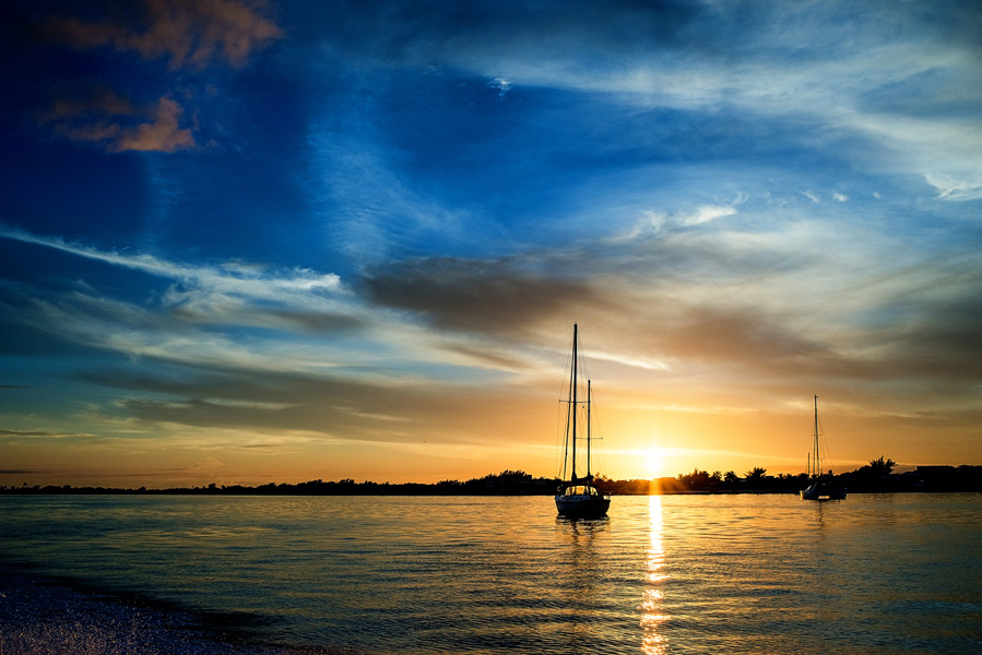 Sunset Sail, Ambergris Caye Belize. Belize Wedding Photographer - Leonardo Melendez Photography.