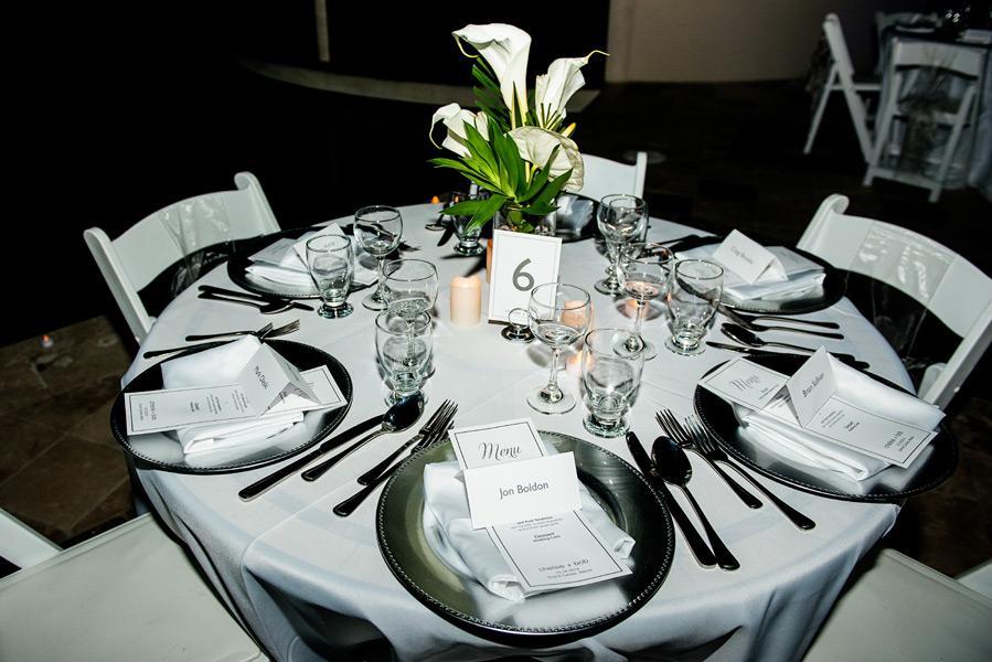 Elegant table setup. Grand Caribe Belize wedding. Photo by wedding photographer Leonardo Melendez.