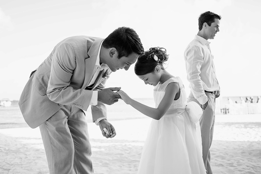 Father daughter moment.  Coco Beach Resort wedding.  Belize wedding photographers, Leonardo Melendez Photography.